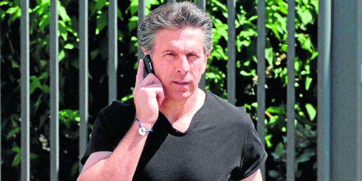 Tras acabar su contrato con el Niza, Puel est� muy pendiente de su tel�fono y de su futuro.
