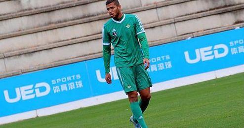 Amro Tarek, en un entrenamiento con el Real Betis Balompié.