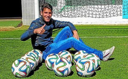 �lex Alegr�a se muestra confiado en que puede ser �til al Betis la temporada pr�xima.