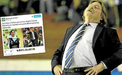 Manel Comas, durante uno de sus �ltimos partidos al frente del conjunto verdirrojo; en peque�o, el tuit que le dedic� ayer su exclub.