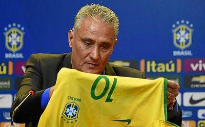 Tite durante su presentaci�n con Brasil.