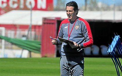 Unai Emery le ha pedido al PSG un lateral derecho, un central, un delantero y a Krychowiak.
