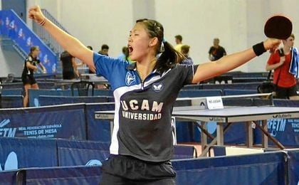 Maria Xiao celebrando la consecución del campeonato de España.