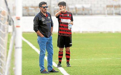 Diego Román trató en la tarde de ayer su renovación como entrenador del Gerena.