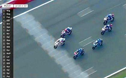 La carrera se decidió en la última vuelta.