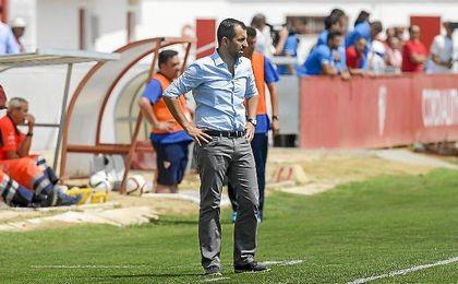 Diego Martínez, en la banda del Viejo Nervión.