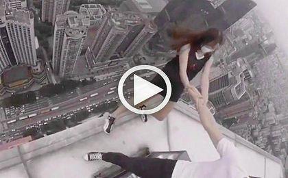 La pareja china que se ha hecho viral jugándose la vida