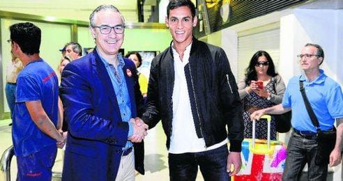 Miguel Torrecilla recibi� a Aissa Mandi en el aeropuerto de San Pablo en la ma�ana de ayer, antes de acompa�arlo a la cl�nica Nisa.