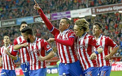 Sanabria celebra un gol el Sporting de Gij�n.