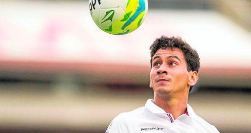 El brasileño Ganso, con la elástica del Sao Paulo, podría dar el salto a Europa a sus 26 años de edad; Sampaoli habría acelerado la operación tras su llegada.