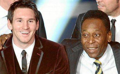 Pelé junto a Messi, en actitud amistosa, en la entrega del Balón de Oro.