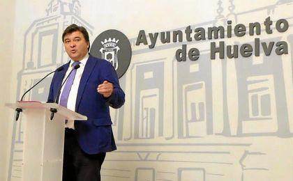 Gabriel Cruz, alcalde de Huelva.