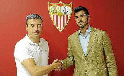 Bernardo Cruz, tras renovar con el Sevilla.