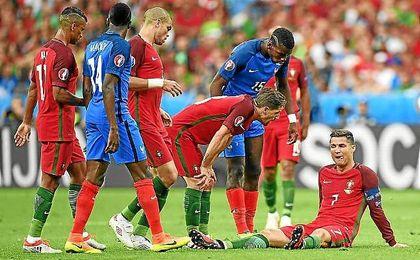 Ronaldo no pudo continuar tras una entrada de Payet.