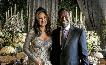 Pel�, junto a su mujer, la empresaria brasile�a de origen japon�s Marcia Cibele Aoki.
