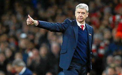 A Wenger solo le resta un año de contrato con el Arsenal.