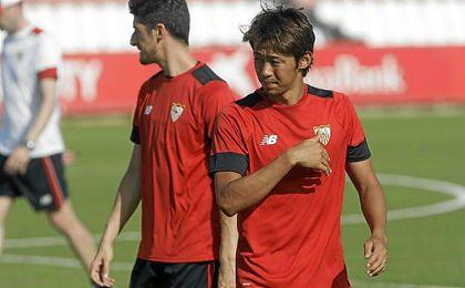 Kiyotake, durante un entrenamiento del Sevilla.
