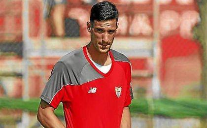 """""""Tenemos la suerte de que el club ha decidido apostar por porteros de la cantera"""", ha dicho Rico."""