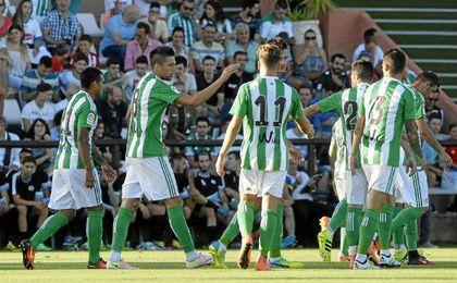 Abultada victoria del Betis por 0-7 al CD El Palo.