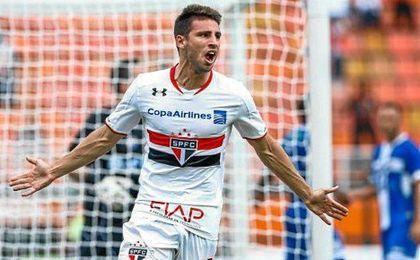 Calleri celebra un gol con la camiseta de Sao Paulo.