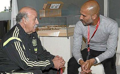 Vicente del Bosque charla con Pep Guardiola.