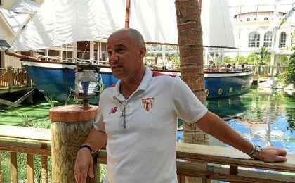 Jorge Desio, preparador físico sevillista, en Orlando.