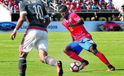 El otrora heliopolitano Joel Campbell, durante el encuentro de la última Copa América Centenario entre Costa Rica, su selección, y Paraguay, la de Tonny Sanabria.