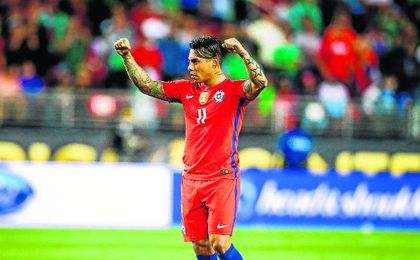 Edu Vargas, con Chile.