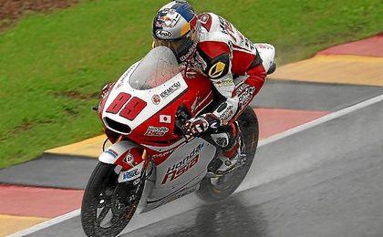 Pawi, rodando sobre el mojado asfalto de Sachsenring.