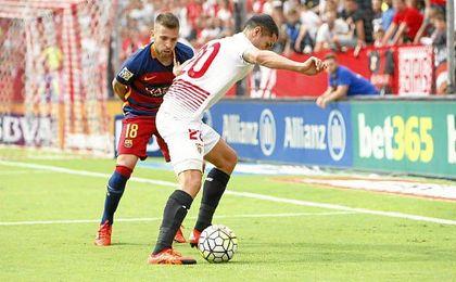 Vitolo y Jordi Alba durante el Sevilla-Barcelona de la pasada Liga.