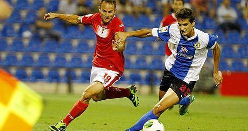 Álex Muñoz, ante el Real Murcia.