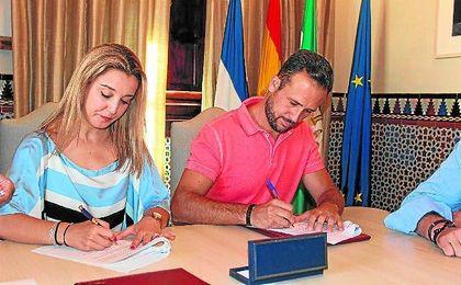 El Ayuntamiento y el C.B. Qalat firmaron un acuerdo de colaboración.