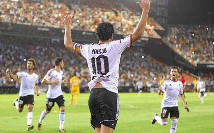 El valencianista Dani Parejo medita sobre su futuro, habiendo sido tentado por el Sevilla.