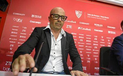Jorge Sampaoli en su presentaci�n como nuevo t�cnico del Sevilla.