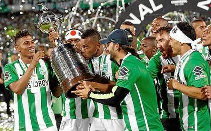 El Atlético Nacional celebra su segunda Copa Libertadores, la tercera de un conjunto de Colombia.