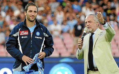 Gonzalo Higuaín y De Laurenttis durante su etapa en el Napoli.