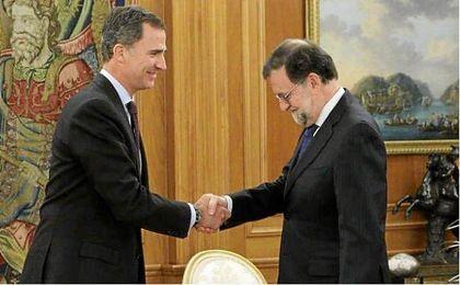 El presidente del Gobierno en funciones acepta el encargo del Rey e intentará buscar apoyos.