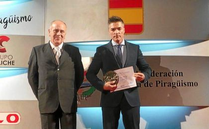 Luis Brasero fue galardonado con el Premio Nacional al mejor entrenador en la Gala Nacional de la Federación Española de Piragüismo.
