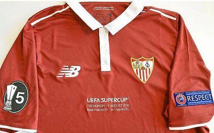 """""""La Quinta"""" se exhibe en la manga derecha de la camiseta de la final."""