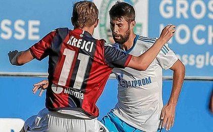 Coke jug� ayer su primer partido con el Schalke, ante el Bolonia.