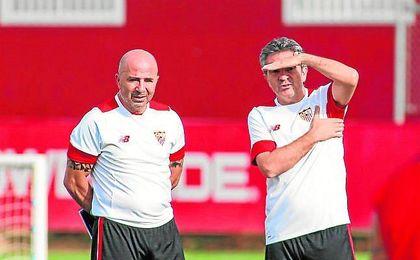Jorge Sampaoli y Juanma Lillo, durante un entrenamiento de pretemporada del Sevilla F.C.