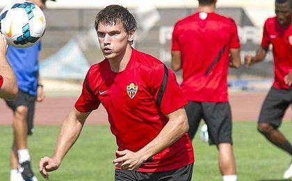 Dubarbier ha despejado dudas sobre su futuro en el Almería.