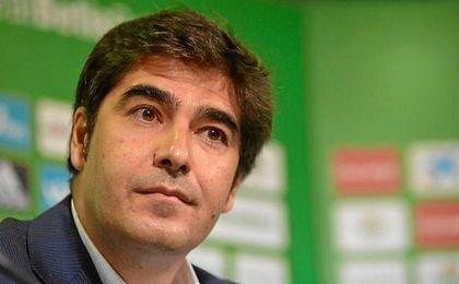 Ángel Haro, presidente del Betis, durante la presentación de Roman Zozulya.