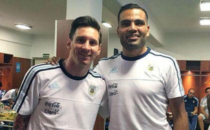 Mercado coincidirá con Messi en la selección.