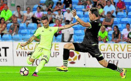 El canario hizo un ´hat-trick´ perfecto ante el Sporting de Portugal.