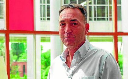 Óscar Garvín, presidente de la CCT, posa para ESTADIO en su reciente visita a Sevilla.