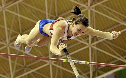 Yelena Isinbáyeva durante una prueba.