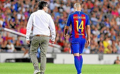 Mascherano deja el partido ante el Sevilla lesionado