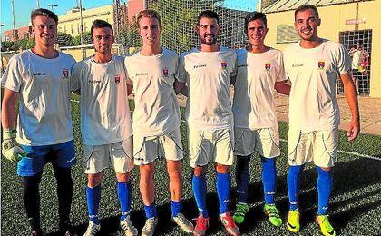 Sebas, Dani, Mario, Pablo, Pedro y Plusco posaron para ESTADIO antes del amistoso del pasado martes entre Los Palacios y San José.