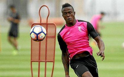 El ecuatoriano, entrenando con el Granada.